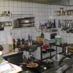 Küche vor dem Umbau - es ist ziemlich eng